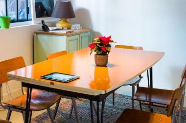 Espace de coworking le laptop salle de réunion
